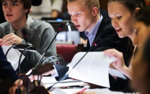 Stockholms Ungdomsparlament intar Stadshuset för sin slutdebatt