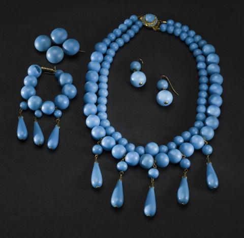Smycken. Glaspärlegarnityr. Foto: Mats Landin