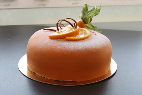 DENIOS firar starka siffror med mumsig tårta.