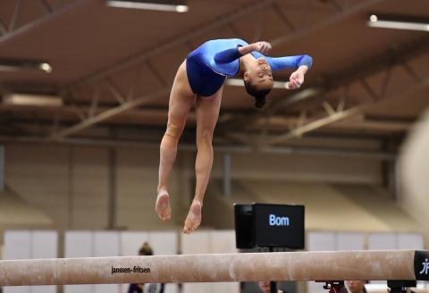 Tonya Paulsson tog guld på hemmaplan på SM i kvinnlig artistisk gymnastik