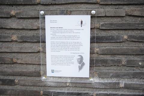 Sparbankshuset i Kristianstad pryds med litterär skylt