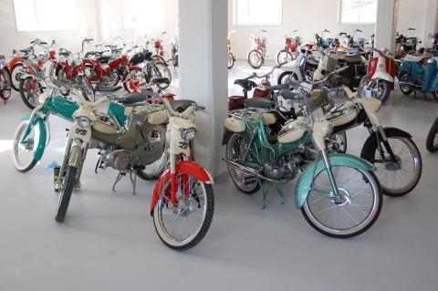 Världens största samling Puch-mopeder till salu
