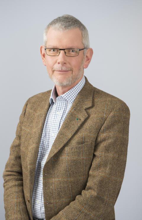 Åkesson kritisk mot regeringens passivitet i kronhjortsfrågan