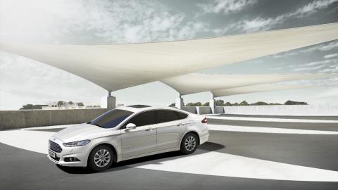 Ford Mondeo Hybrid tarjoaa tehoa ja polttoainetaloudellisuutta