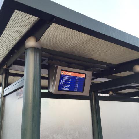 NBS14B - batteridriven trafikantinformationsskylt som laddas med väderskyddets belysningsström