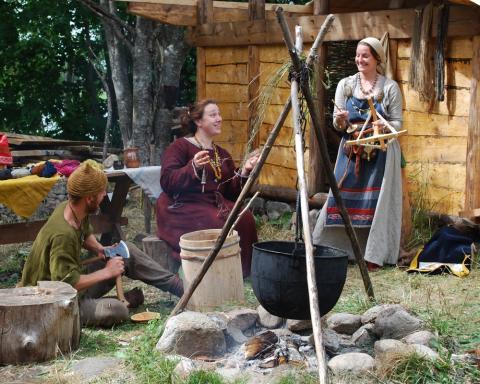 Vikingabyn Storholmen - öppnar portarna redan i juni och satsar på ny familjefestival 8 juli – 2 augusti