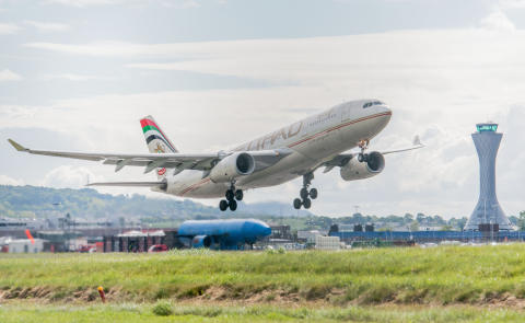 Etihad daily service takes flight