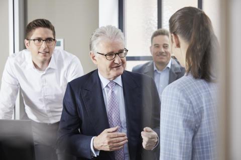 Michael Pfeiffer mit Mitarbeitern