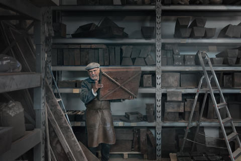 Under ytan. Bertil Vallien,. Spritmuseum. Verkstad.foto Jonas Lindström