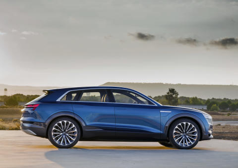 Audi e-tron quattro concept - static side