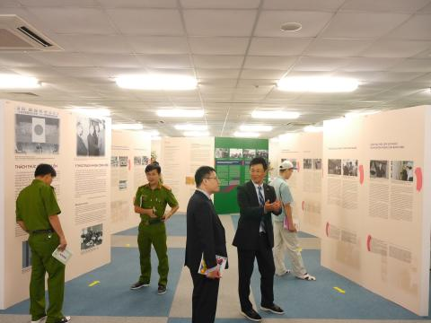 """People are the Foundation of Sound Management"" exhibition in Vietnam"