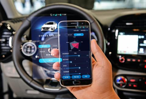 Hyundai lanserar 44 nya miljöbilar och smartphone-teknologi som låter föraren kontrollera dem