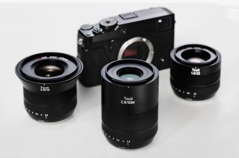 Zeiss Touit-familien, gruppebillede med Fuji X-kamera