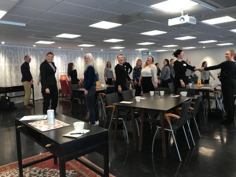 Svenska Möten tar fajten mot stillasittande möten