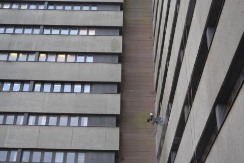 Klättrare tvättar Lunds Universitetssjukhus