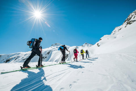 Skitourengruppe am Gotthardpass