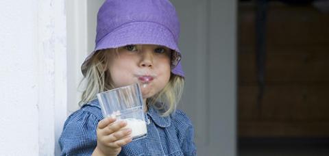 Mjölkens Dag – då bjuder Norrmejerier på mjölk