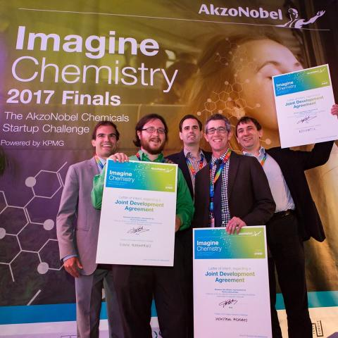 AkzoNobel prämiert Gewinner der Innovations-Initiative Imagine Chemistry