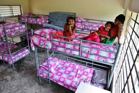Uppdrag: hjälpa 48 barn från bordell till barnhem