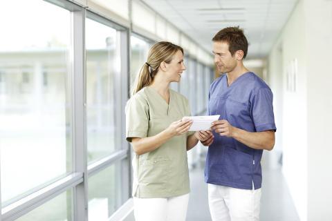 Nya regler från Arbetsmiljöverket utökar arbetsgivarens ansvar och skyddar arbetstagare i patientnära arbeten mot smitta.