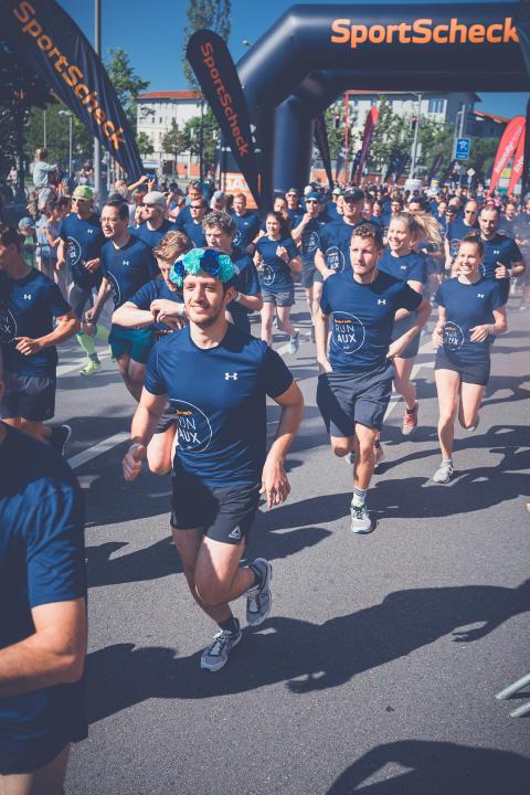 Um 10:30 durften die Läufer für die 10,5-km-Strecke an die Startlinie.