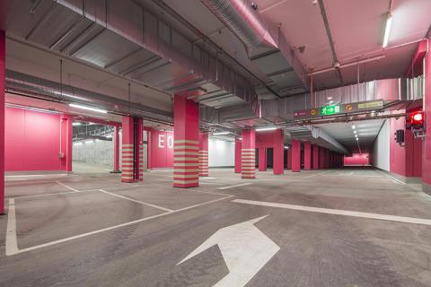 Nu börjar bilarna flytta in i Sveriges största Bergrumsgarage