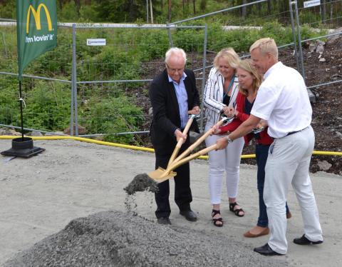 Första spadtaget för McDonald's och OKQ8 vid Airport City