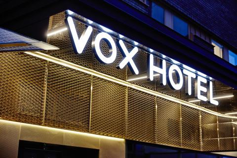 Petter Stordalen köper Vox Hotel