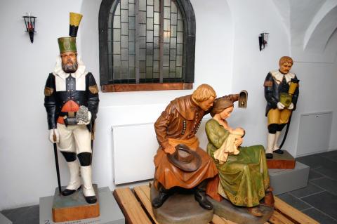 Glanzleistung der Holzbildhauerkunst: Die Bergmännische Krippe in der Bergkirche St. Marien Annaberg -Buchholz