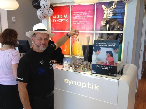Synoptik öppnar ny butik i Stenungsund – inviger insamling till Optiker utan gränser
