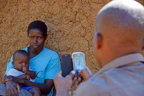 Baby James, Synthia och James Otuma - Vi-skogens Instagramfamiljer