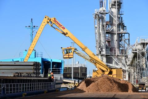 Discharging wood chips at the Port of Naantali