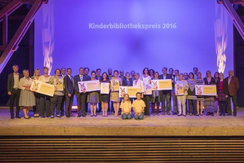 Alle Preisträger des Kinderbibliothekspreises 2016 des Bayernwerks