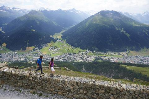 Wandern auf dem Panoramaweg, Davos-Klosters
