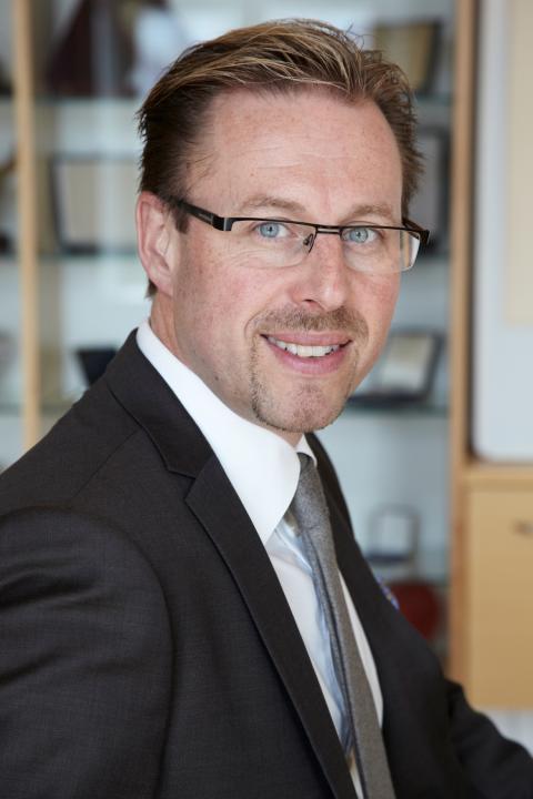 Inbjudan - Handelskammarens ordförande Nicolas Hassbjer fyller 50 år