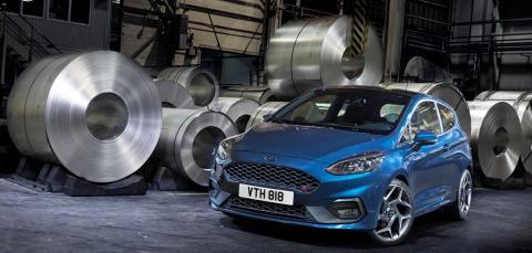 Uuden sukupolven Ford Fiesta ST:ssä on 200 hv:n kolmisylinterinen, 1,5-litrainen EcoBoost-moottori ja optimaalisen ajonautinnon takaavat ajotilat