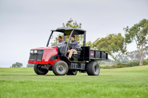 Kraftpaketet Toro Outcross 960 klarar jobben utan att skada känsliga gräsytor.