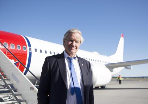 Bjørn Kjos foran Norwegians første Boeing 737 MAX-fly