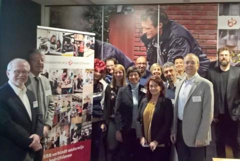 Integration von Migration durch Bildung: Management-Hochschule mit internationalem Konzept zur Verbesserung der Situation