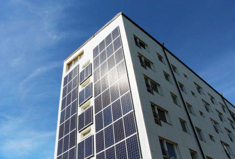 Solen ger energi i Biskopsgården