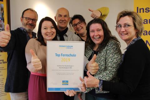 """Awards """"Top Fernschule 2019"""" und """"Top Studieninhalte 2019"""" für Institut für Baubiologie + Nachhaltigkeit IBN"""