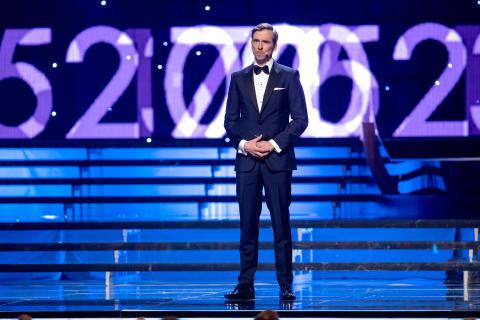 Johan Olsson delar ut priset Årets nykomling under Idrottsgalan den 15 januari 2018 i Stockholm