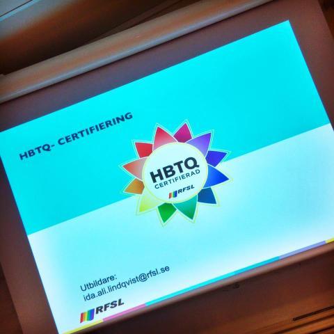 Högevall första idrottsanläggning med nya HBTQ-certifieringen – firar med regnbågstårta
