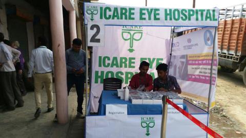 Registrering vid receptionen vid ögoncampus. Ögonscreening för yrkesförare organiserat av Sightsavers i Chhapraula Ghaziabad