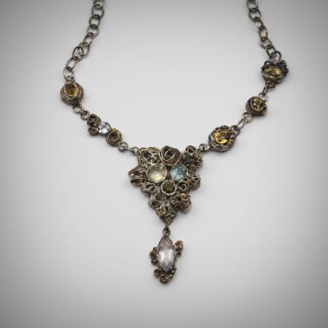 "Jenny Edlund (f. 1959) ""Modus"". Halsband av silver, citrin, akvamarin, bergkristall, topas, rosenkvarts"