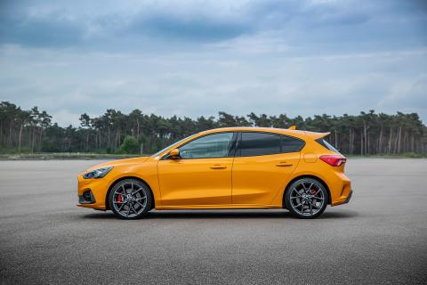 FORD_2019_FOCUS_ST_05-LOW