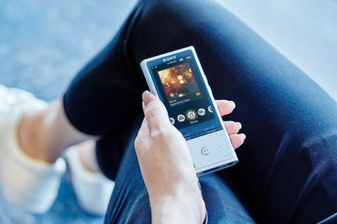 Walkman NW-ZX100HN lifestyle_5