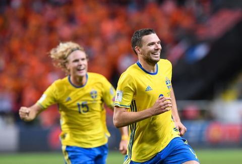 Fotbollsfest när Sverige går för dubbelseger