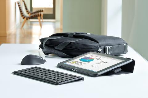 HP Elitepad med tastatur og mus og veske i miljø 20130329606