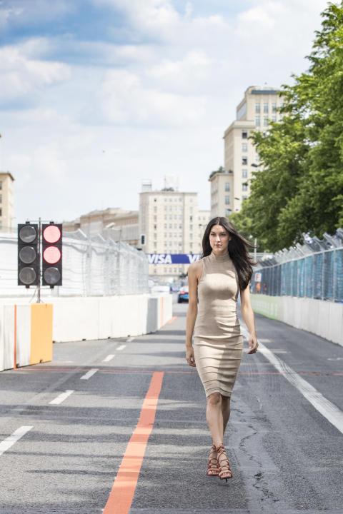 Model und Moderatorin Rebecca Mir mit Visa beim FIA Formula E Berlin ePrix